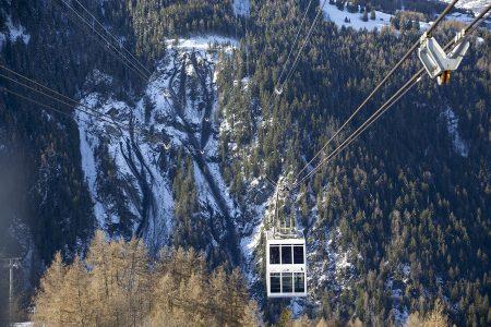 Kaksikerroksinen Vanoise Express -hissi kuljettaa laskijoita Paradiskin hiihtoalueiden välillä 1800 metrin matkan laakson yli. Korkeimmillaan matkalla ollaan 380 metriä laakson yläpuolella.