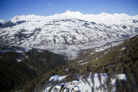 Vanoise Express -hissistä avautuvat maisemat ovat jo itsessään hyvä syy vaihtaa hiihtoaluetta Paradiskin alueella, vaikka kummallakin puolella riittää itsessään laskettavaa ainakin viikoksi.