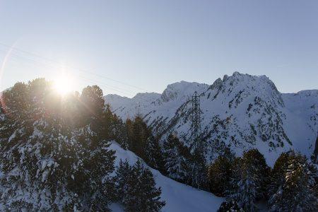 Iltapäivän vimeiset nousut hiihtoalueen sivussa kulkevalla rauhallisella Droset 52 -tuolihissillä edustavat Paradiskin rauhoittavinta osastoa.
