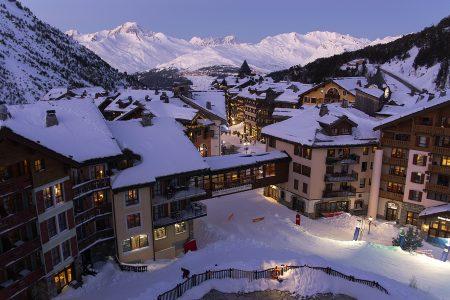 Arc 1950 -kylän yläosassa sijaitsevat majapaikat tarjoavat ylimmistä kerroksista todella mukavat parvekenäkymät. Osasta maisema avautuu aina Mont Blancille saakka.