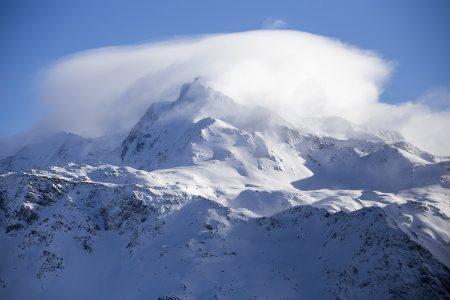Paradiskin korkein huippu Bellecôte on hyvälläkin näkyvyydellä haastava laskea niin rinteessä kuin sen ulkopuolellakin. Aloittelijan kannattaa käydä katsomassa maisemat, mutta tulla hissillä takaisin.