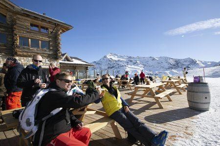 Bormion hiihtoalueisiin kuuluva Santa Caterina tarjoaa sekä pitkää tykitystä että rentoa rinnekruisailua. Rinneravintolan terassilla meno jää helposti nautinnon puolelle.