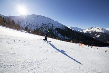 Cima Piazzi -hiihtoalueelle pääsee Bormion hissilipuilla skibussia ja vaihtelevaa hissikalustoa hyödyntäen. Alastulo täällä on silkkaa nautintoa, mutta 1340 metrin yhtämittainen korkeusero voi tehdä telluilla tiukkaa reisille.