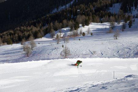 Aurinkoisena ja tyynenä päivänä Bormion hiihtoalueiden puuttomat yläosat tarjoavat parhaan laskunautinnon.