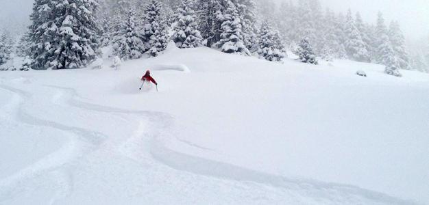 Länsi-Sveitsissä pöllysi jo viime viikonloppuna. Kuva Verbieristä, laskija Anthony Gent (kuva: Elämysmatkat / Pette Halme)