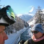 Zermatt kylä laskijat