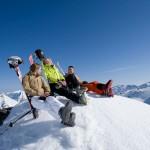 Skiszene im Skigebiet Hochfügen, Zillertaler Alpen, Tirol, Österreich.