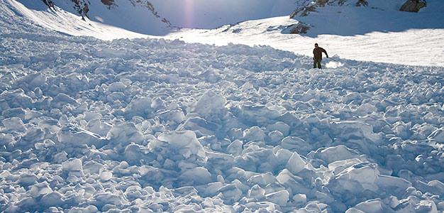 Paranna tietämystäsi ja opettele rinteiden ulkopuolella tarvittavia taitoja lumiturvallisuuskurssilla. Talvella 2013 – 14 kouluttautuminen onnistuu marraskuusta toukokuulle.