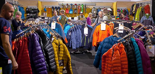 Seinä- ja talvikiipeilyyn keskittynyt ulkoilun erikoisliike Camu (6g51) tarjoaa kattavan valikoiman laadukasta ja värikästä ulkoiluvarustetta messuhinnoin. Osaava henkilökunta auttaa sinua, liittyivät kysymyksesi sitten monoihin, suksiin tai vaatteisiin.