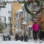 Mont Tremblant joulu hiihtokylä kauppakatu majoitus