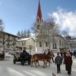 Seefeld hiihtokeskus laskettelukeskus kylä alppikylä kaupunki kirkko