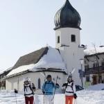 Lech Zürs alppikylä kirkko laskettelu