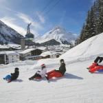 Lech Zürs lapset hiihtokeskus pulkkamäki