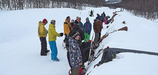 Lumilautailun vapaalaskun SM-kisat pidettiin Pohjois-Norjan Tamokissa 23.3.2014. Sekä miesten että naisten sarjoissa kokemus voitti.