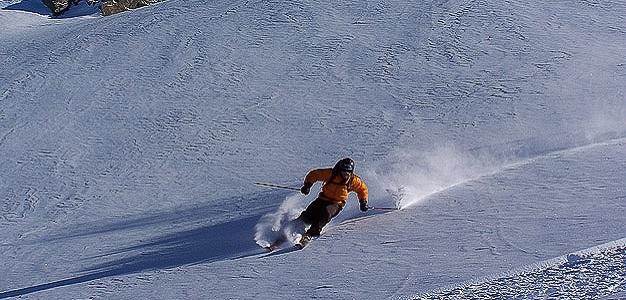 Lumipallo.fin ja Hotels.comin tekemän kyselyn mukaan hiihtokeskuksiin lähdetään nimenomaan nauttimaan laskettelusta eikä esimerkiksi bailaamisesta.
