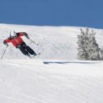_MDD7810_skidor_hopp_action