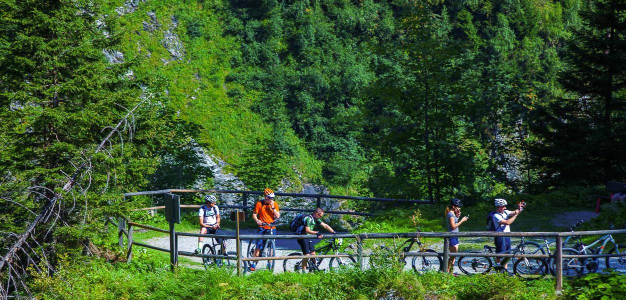 Bad Gastein kesällä  Viisi vinkkiä Itävallan monipuolisimpaan kohteeseen -  Lumipallo e64a5f7174