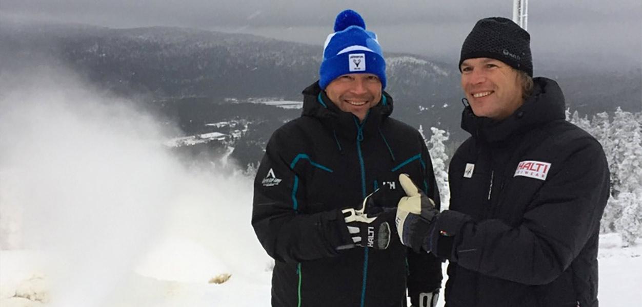 Kuva: Kilpailun johtaja Petri Tuomikoski ja FIS:n naisten kilpailujen päällikkö Markus Mayr Levi Black -rinteessä